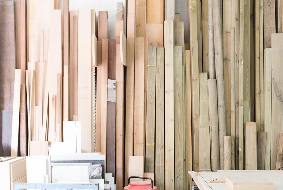 Wooden planks inside Fustot Bel SL workshop